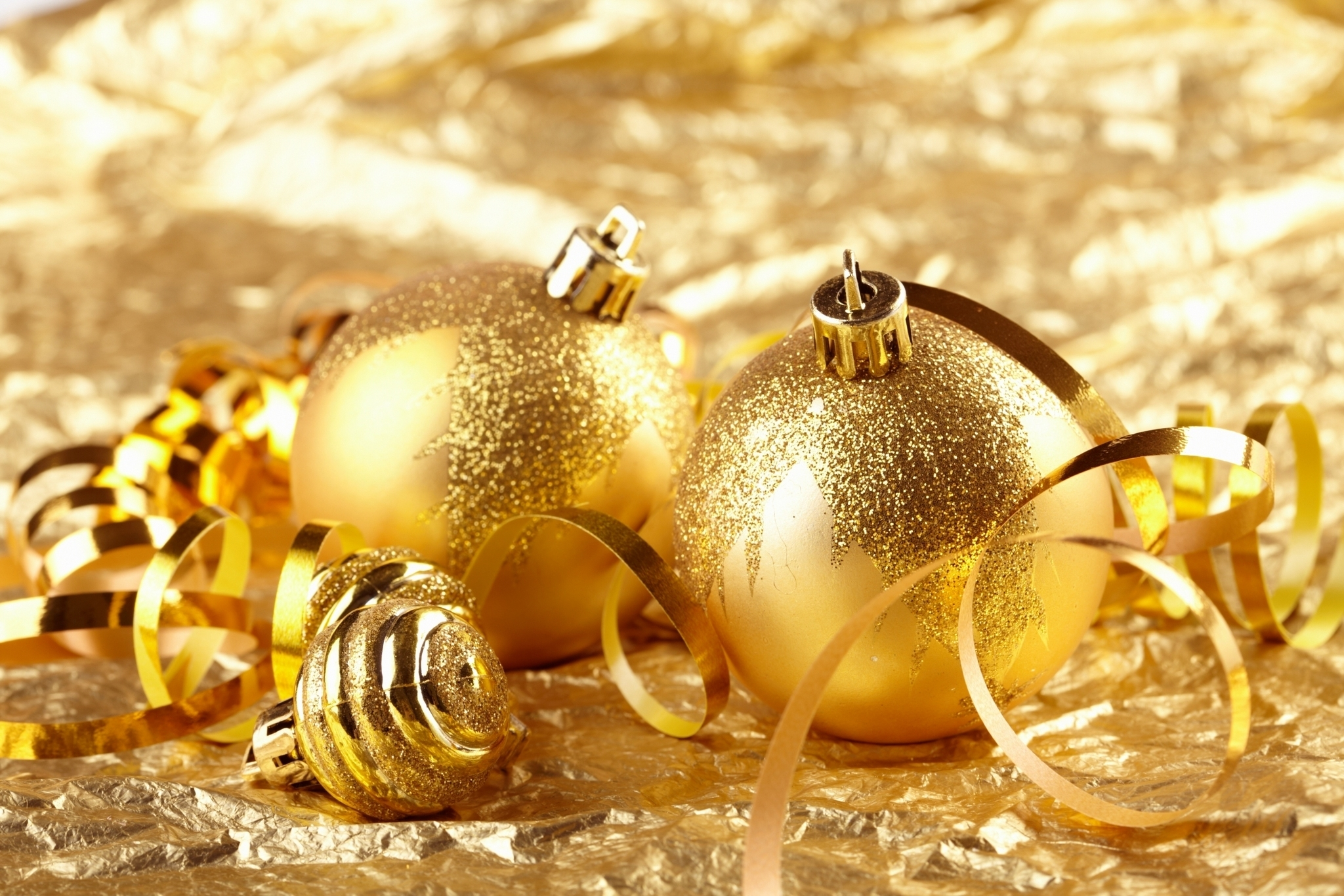 Golden-Christmas-decorations-christmas-22230555-2048-1365 ...